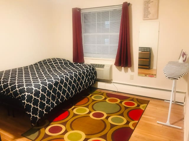 Private Montclair Room near Shopping/ Restaurants!