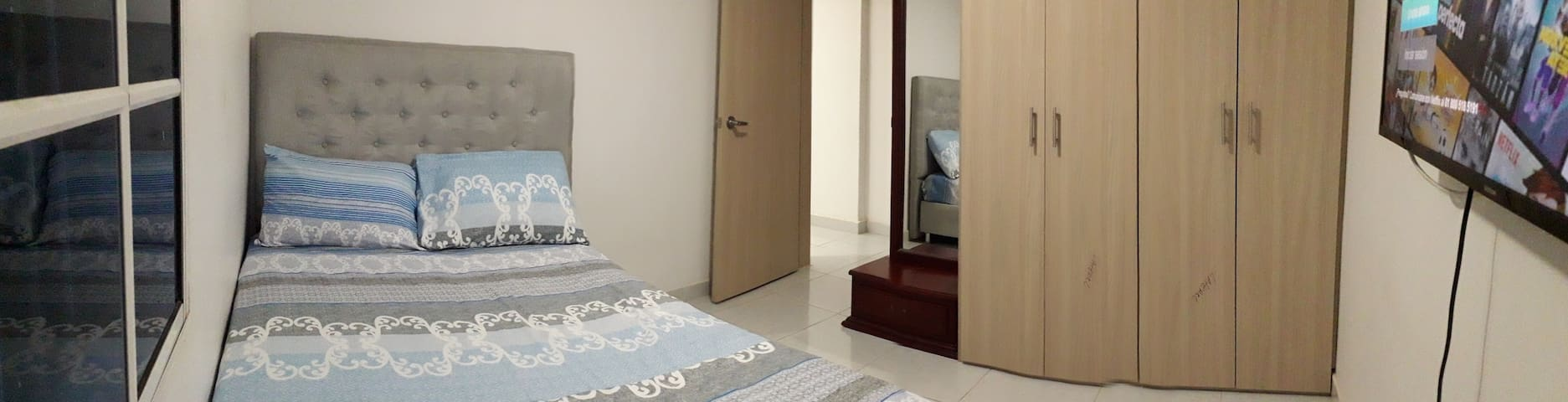 Habitación con aire acondicionado. Tendidos bien limpios amplio muy comodo