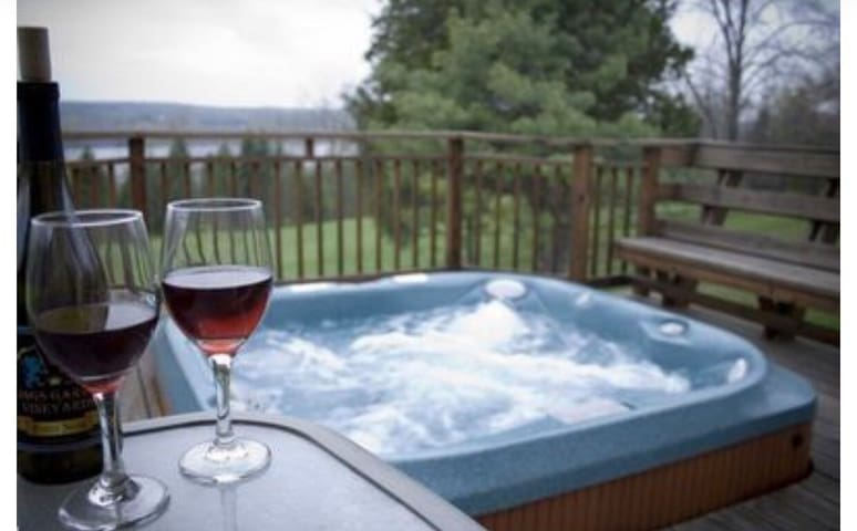 Beautiful Lake View Home on 7 Acre, on Wine Trail