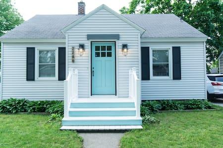 The Cottage | A Cozy Cottage Retreat