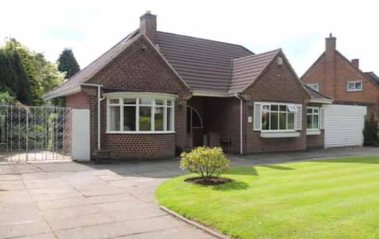 Large Private Room close to Solihull Town