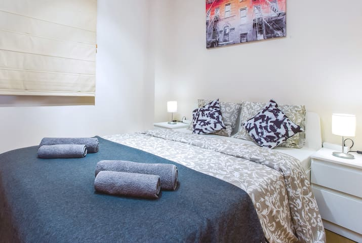 Room for 2 people in center Barcelona