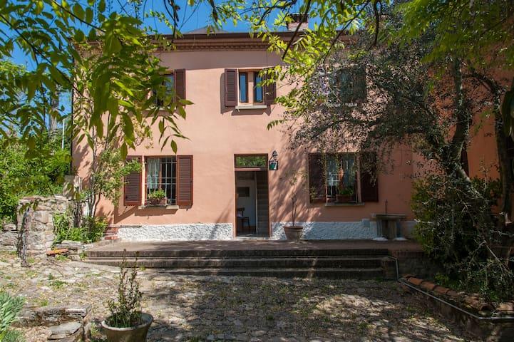 La Casa al Castello per famiglie - Montecalvo Versiggia - Hus