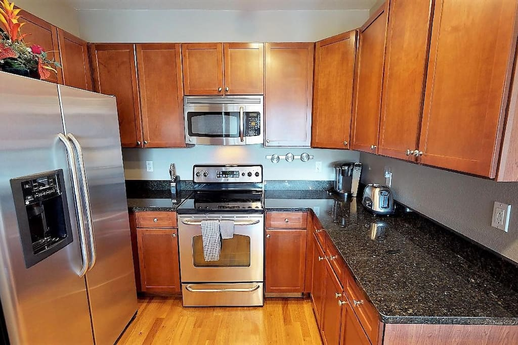 KITCHEN:  fully loaded, pots/pans, KEURIG coffee maker, all stainless appliances, EVERYTHING YOU COULD NEED!