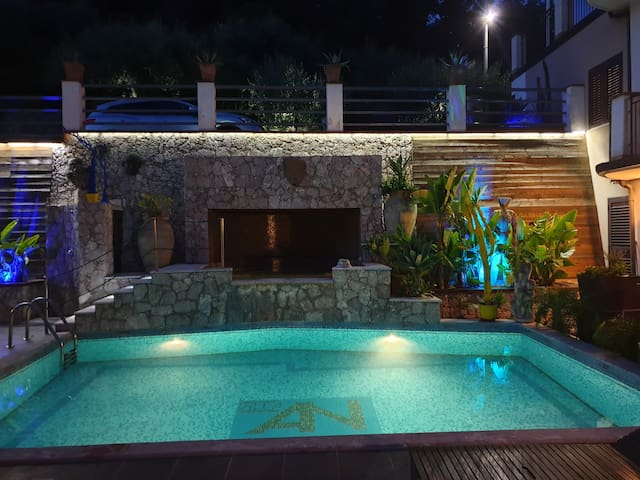Apartment in Villa with Pool 8 km from Taormina