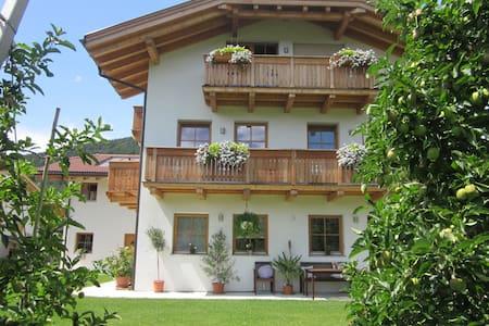Gemütliche Ferienwohnung in Schabs - Schabs - Apartamento