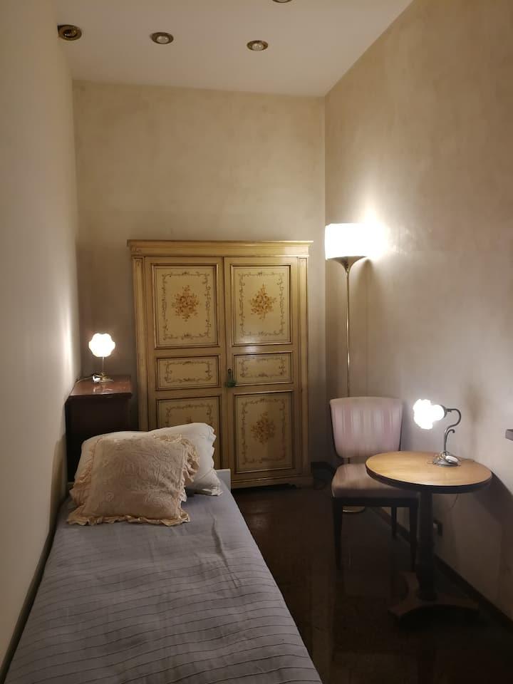 stanza romantica in villa fra gli ulivi