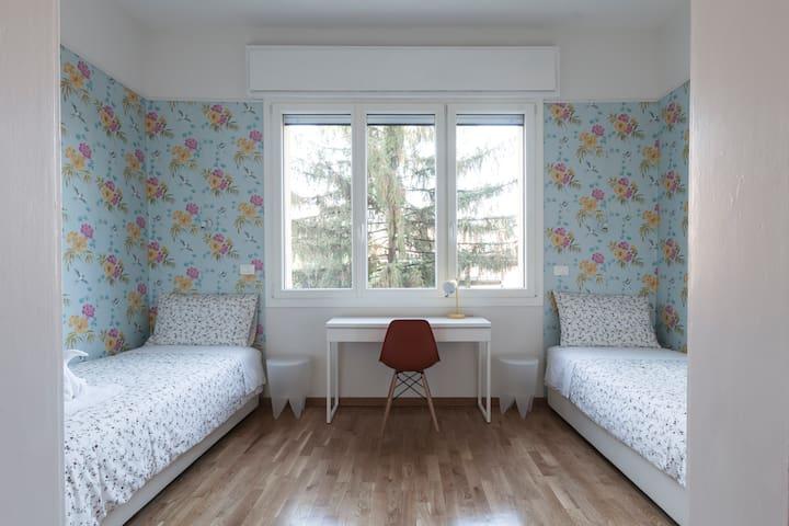 Saragozza Apartment 4: Bright and central flat