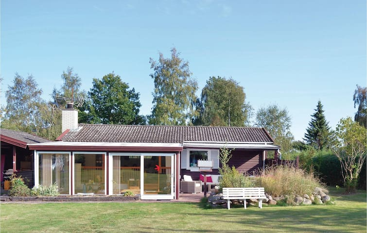 Holiday cottage with 4 bedrooms on 99 m² in Dronningmølle