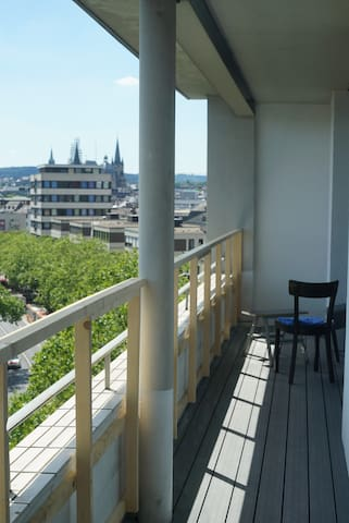 Room with balcony, bathroom and kitchen - Aachen - Huoneisto