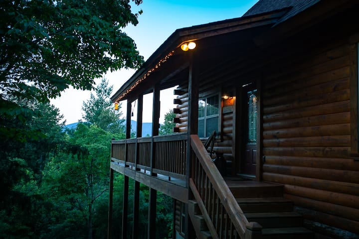 Beautiful Unique Log Cabin Getaway in NC Mtns