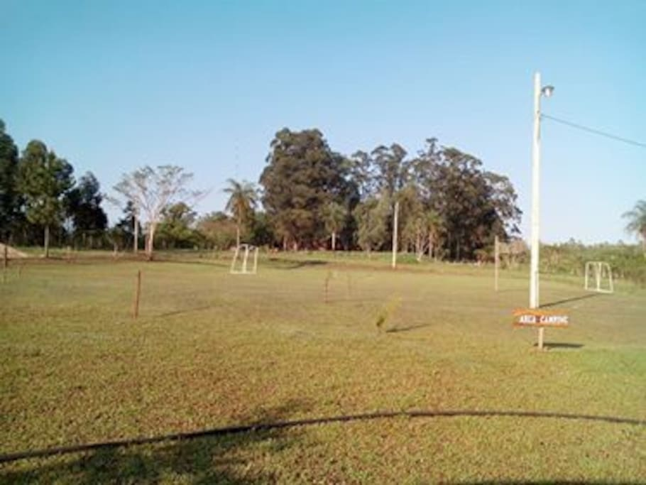 Contamos con área de camping y canchas de fútbol.