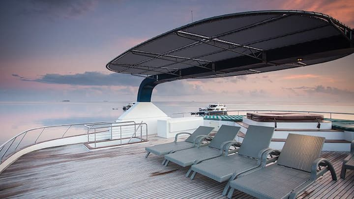 Liveaboard exclusive yacht