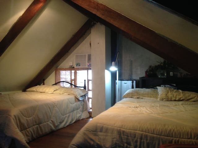 """The Attic"" LA CASA PRIMA, w/2 beds - Angeles City - Stadswoning"
