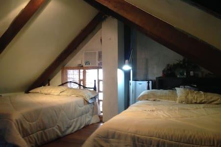 """The Attic"" LA CASA PRIMA, 2 beds & free breakfast - Bed & Breakfast"