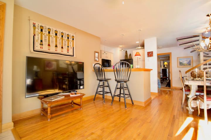 Ski in/Ski out! Cimmaron Lodge 2 br 2ba at Chair 7