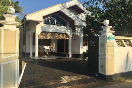 Отдельная комната в вилле с бассейном! E - Negombo - Villa