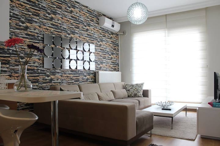 Kapalı otoparklı , 7/24 güvenlikli residence - Estambul - Apartamento