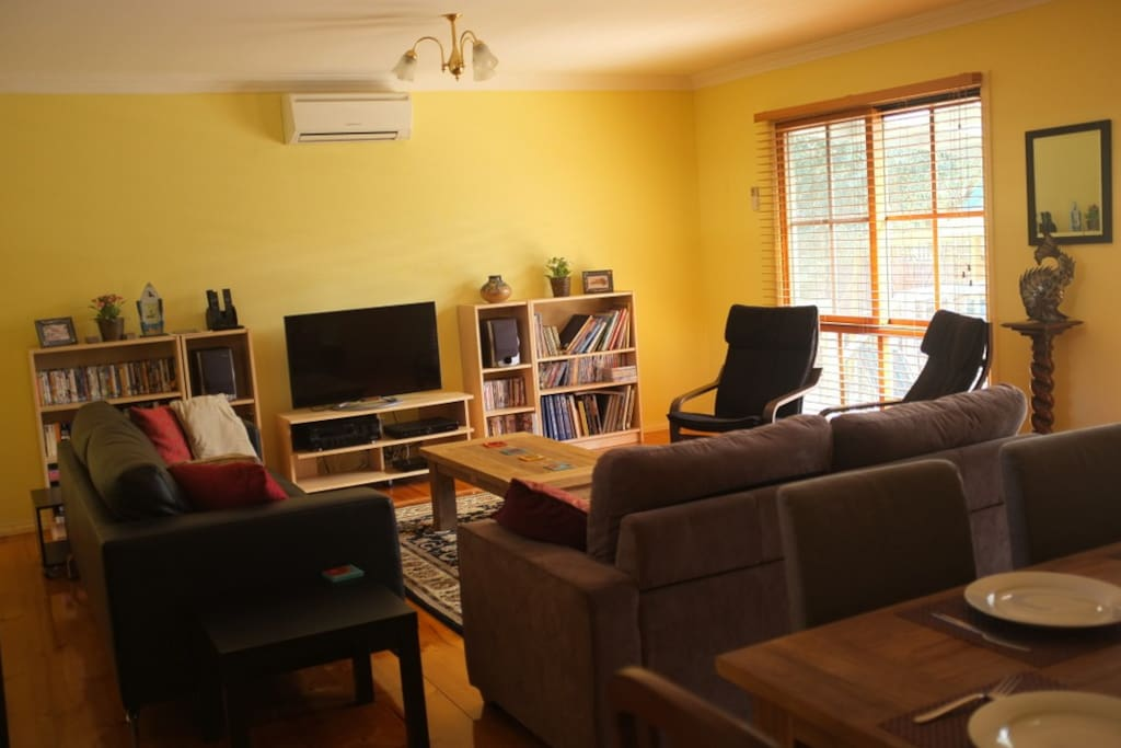 Lounge Dining Room with Foxtel & WiFi