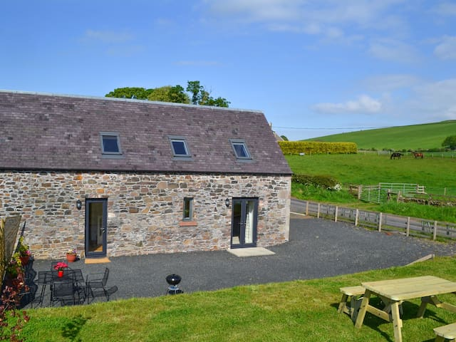 THE GRANARY, family friendly, with a garden in Morebattle, Ref 935433