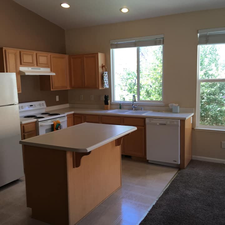 Beautiful 3 bedroom home in Sparks! Pet friendly!