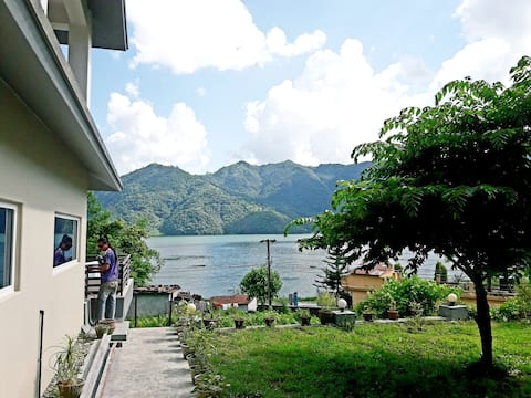 Home stay with panoramic lake and mountain view R2