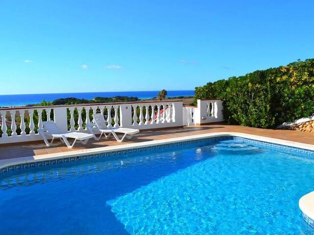 Con piscina y vistas al mar - Villa Catalina