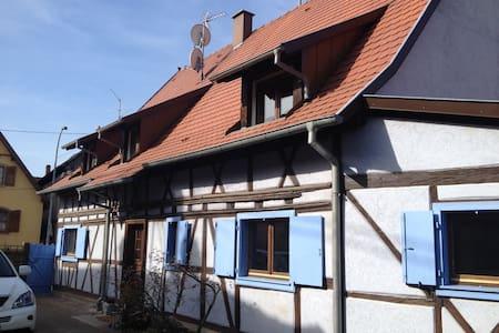 c'est une maison bleue..... - Niedernai - Rumah
