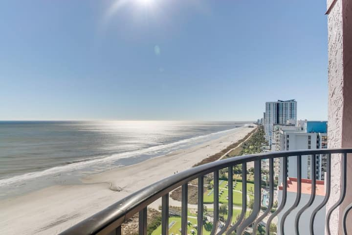 Beachfront Luxury Condo w Private Balcony/Snowbird Special Rates Available!!!🕓