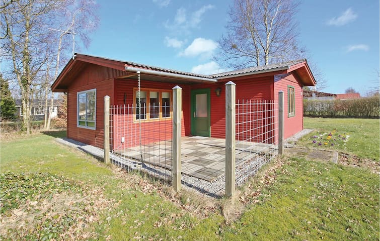 Holiday cottage with 2 bedrooms on 64m² in Storvorde