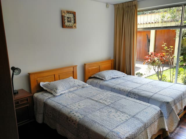 Private room, double bed in San Borja