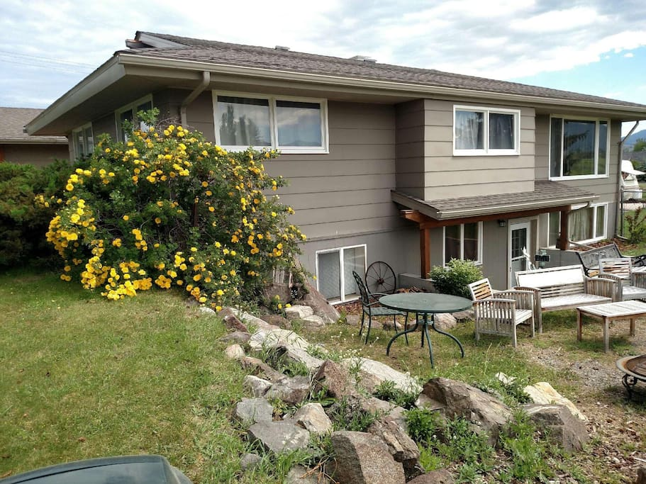 Rustic retreat on bozeman trail apartments for rent in bozeman montana united states for One bedroom apartments in bozeman mt