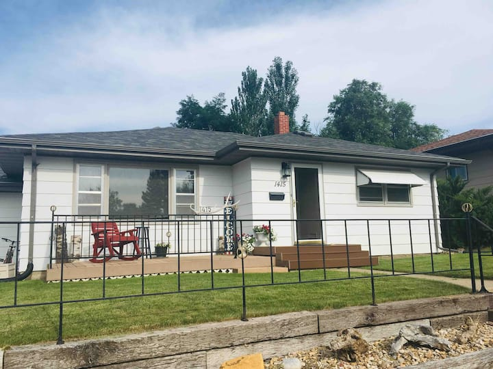 Belle Fourche Home with Garage parking!