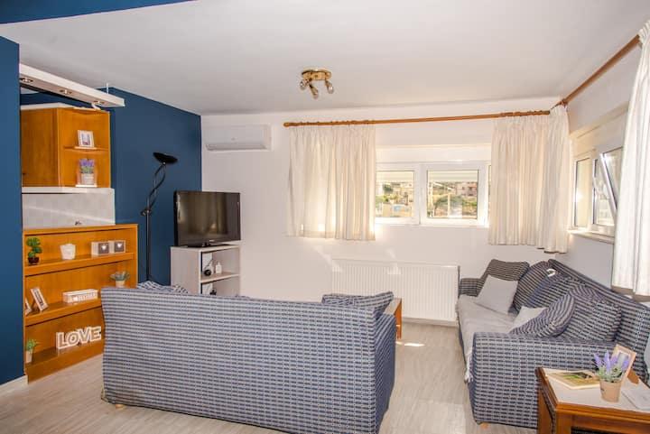 Comfy & Seaview Apartment at Lygaria