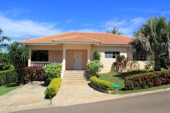 Residencial Hispaniola- 3 bed, pool, walk to beach