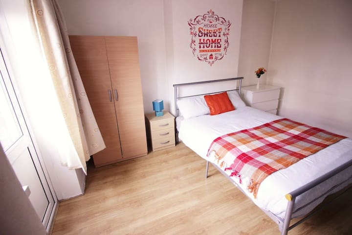 (ROB-D)PRIVATE ROOM FOR 4  NEAR RIVERSIDE/GARDEN - London - Wohnung