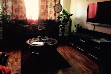 Homely 3 bed flat - Beautiful Location - Riverside - Lägenhet