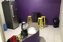 Área da cozinha. Cafeteira Nespresso e Liquidificador