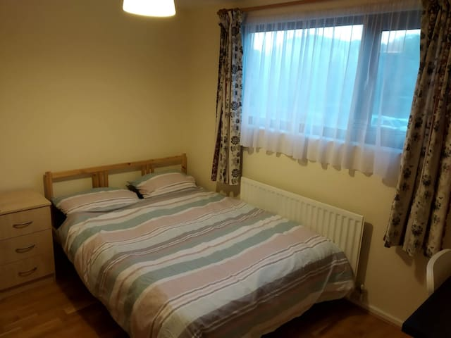 NORTHAMPTON BILLING CLEAN DOUBLE ROOM 3