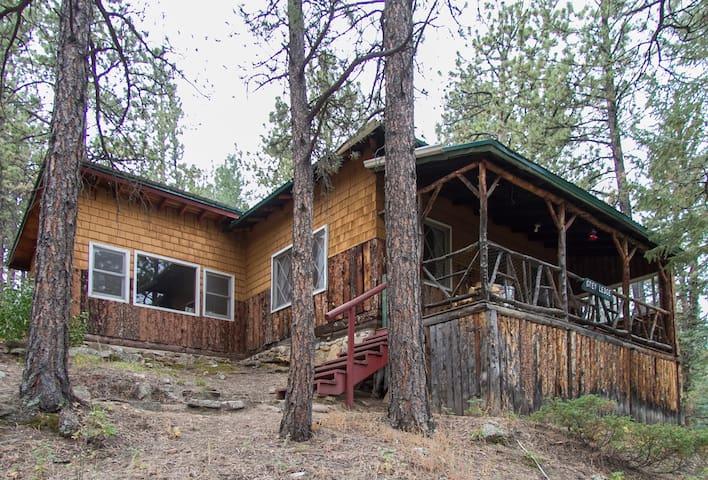 Glen-Isle Resort- Greyledge Cabin