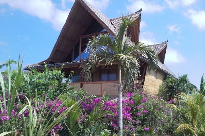 Unique Villa 3 BR Balangan, 100 meters beach !