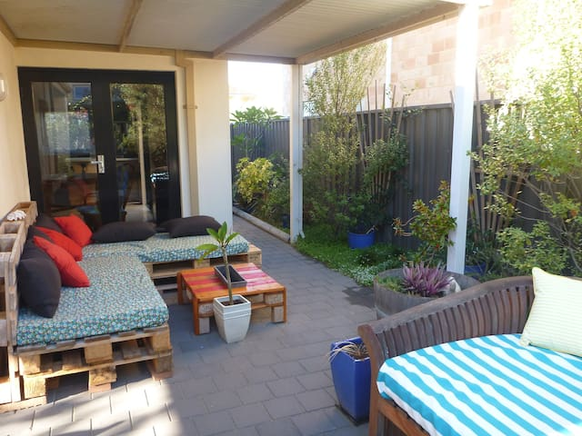 Relax & Modern Freo Ensuite - Beaconsfield - Hus
