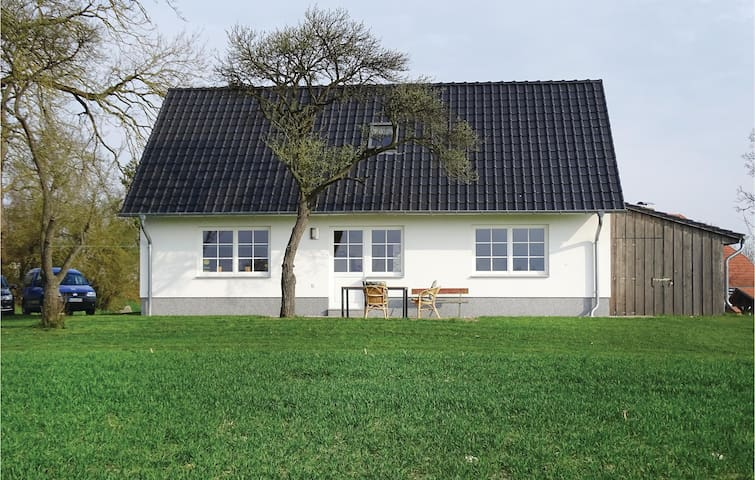 Holiday cottage with 2 bedrooms on 90 m² in Usedom