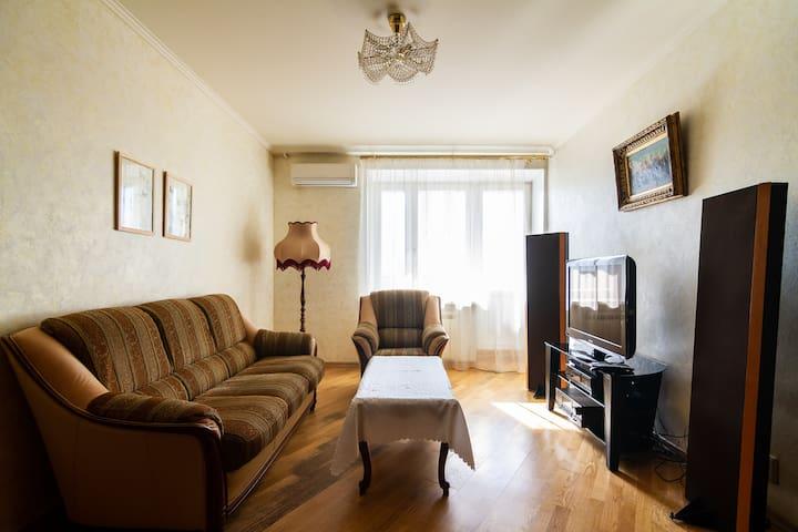 Уютная двухкомнатная квартира у метро Киевская