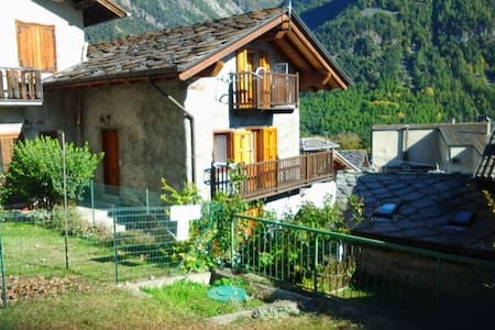 bilocale in casa tipica in Val d'Ayas - Challand Saint Anselme - 公寓