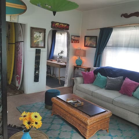 Cozy Beach Condo between Santa Barbara and Malibu!