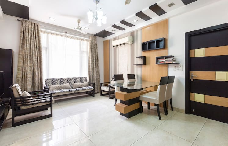 Entire Luxurious AC Apartment  with Homely Food