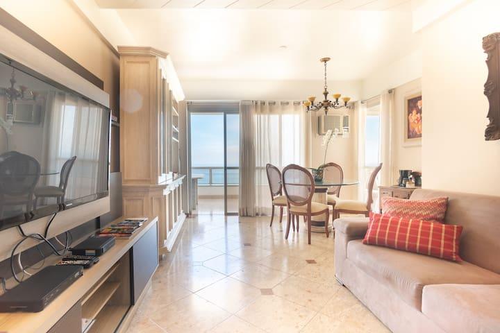 Apartamento 2 quartos em frente ao mar da Barra