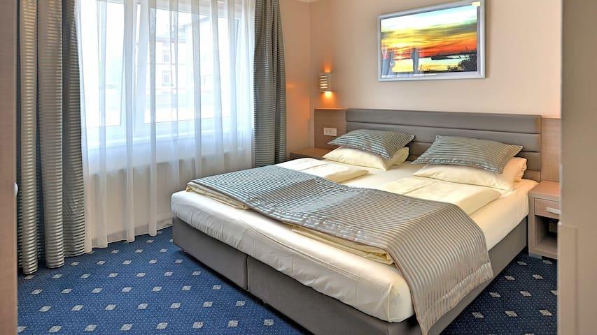 St.Pauli - Doppelzimmer Französisch & Frühstück