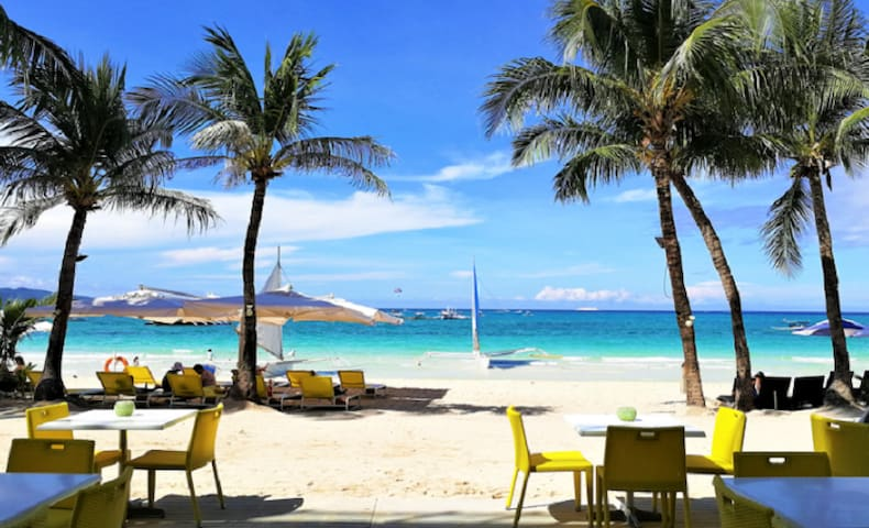 Boracay Beachfront Hotel Station 3 4pax-Accredited